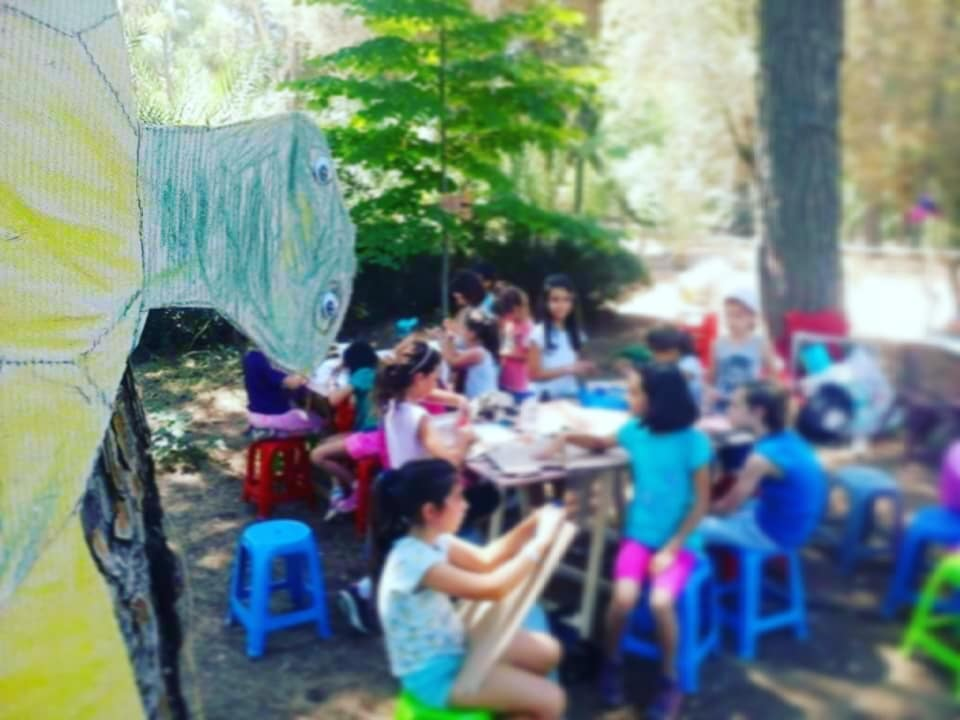 0870d722c1db ... εκπαιδεύει νέους ταλαντούχους καλλιτέχνες στον ιδιαίτερο τρόπο  προσέγγισης των παιδιών και την καθοδήγηση τους στον κόσμο της δημιουργικής  φαντασίας.